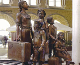 Photograph of the commemorative statue to the Kindertransport children at Liverpool Street Station
